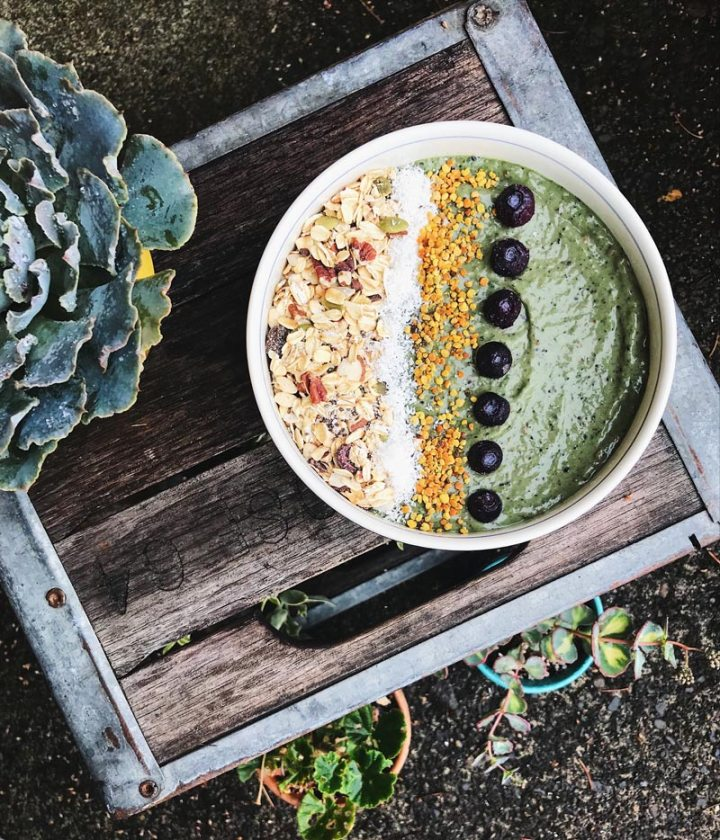 Green & good minty avocado smoothie bowl