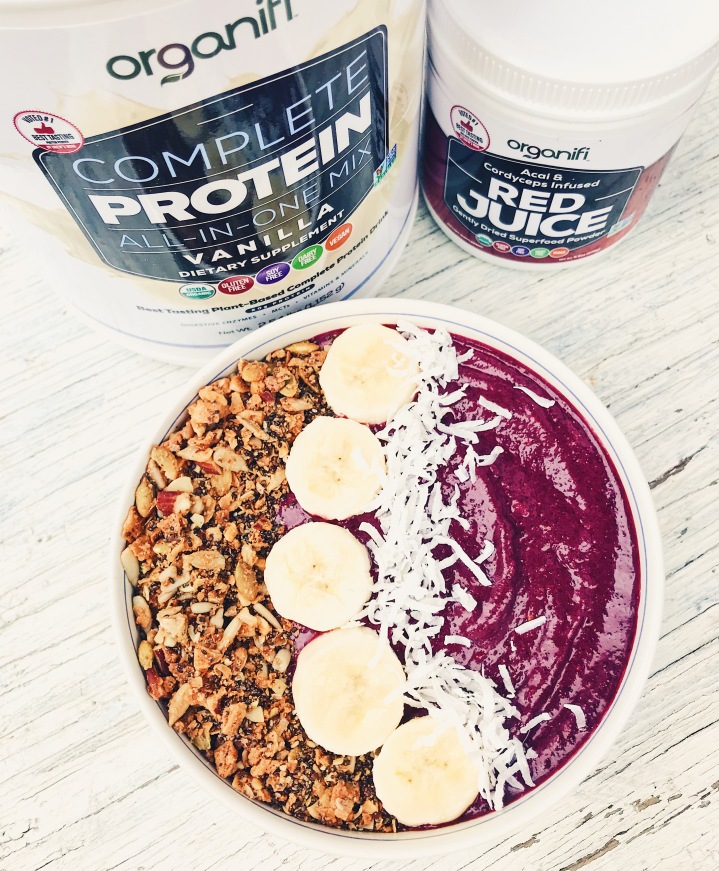 Unbeetable superfood smoothie bowl
